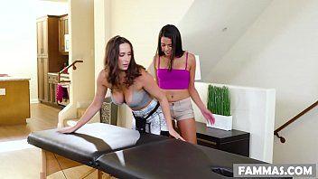 Sexo lésbico travesso em uma mesa de massagem - Ashley Adams e Vienna Moreno