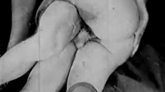 Vintage 3some porn b/w mute 1930s