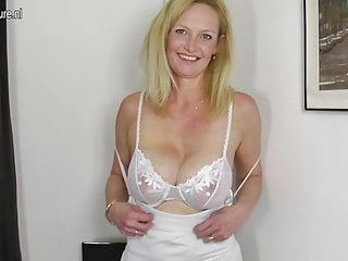 Sexy blond older mommy with hungry old twat